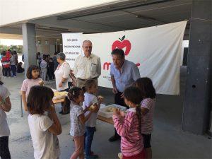 """""""Donació de fruita per als nens i nenes de l'Escola Nova de Maçanet de la Selva"""""""