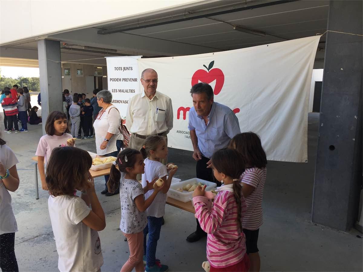 Macor dona fruita a les escoles Maçanet de la Selva. Malalties del cor